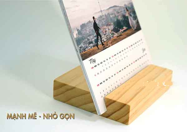 Đế lịch để bàn đế gỗ