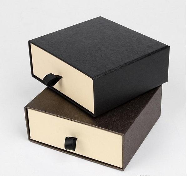 Hộp giấy cứng ship COD là gì?