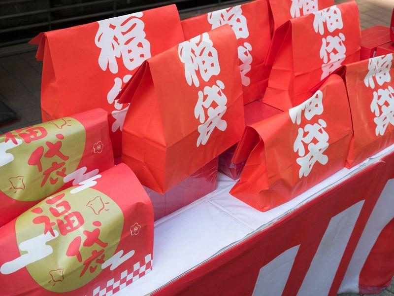 Túi giấy Fukubukuro và câu chuyện chúc phúc may mắn