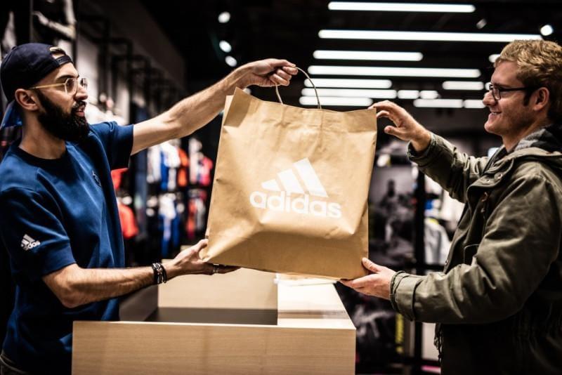 Túi giấy đựng giày - Cách chọn lựa hợp lý dành cho chủ cửa hàng