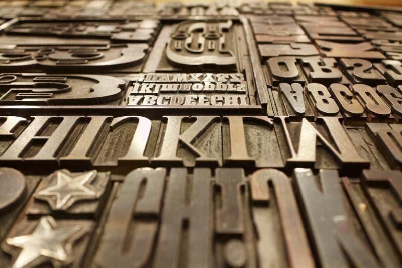 Phương pháp dập chìm, dập nổi trong quy trình in ấn bao bì giấy